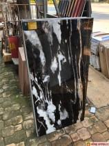 Báo giá gạch 600x1200 lát nền bóng kiếng đen