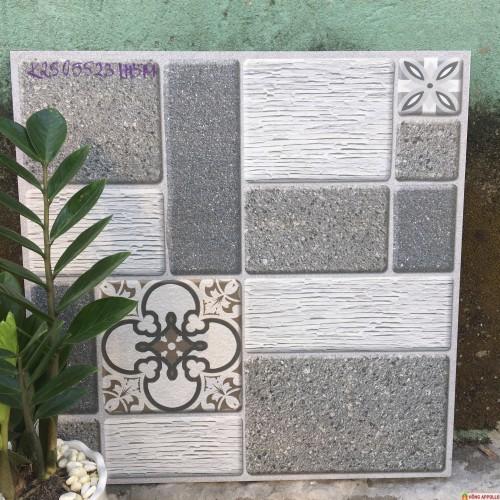 Gạch 50x50 lát sân vườn chống trơn sang trọng